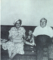young-david_3-yrs-with-grandma-and-grandpa-cassidy